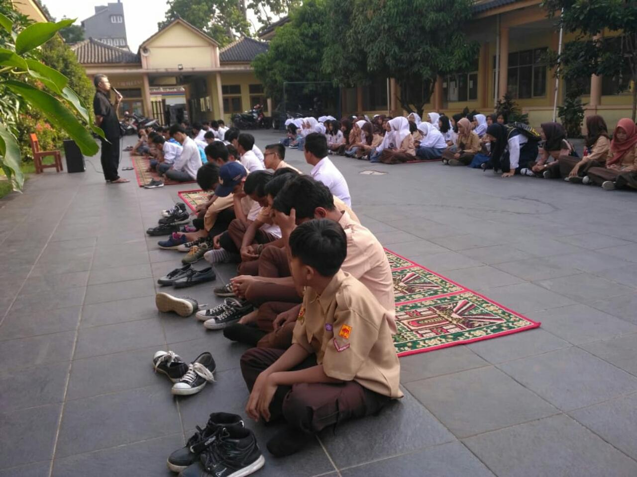 Pembinaan rutin kepada siswa SMP Muslimin 3 di lapangan terbuka setiap rabu pagi