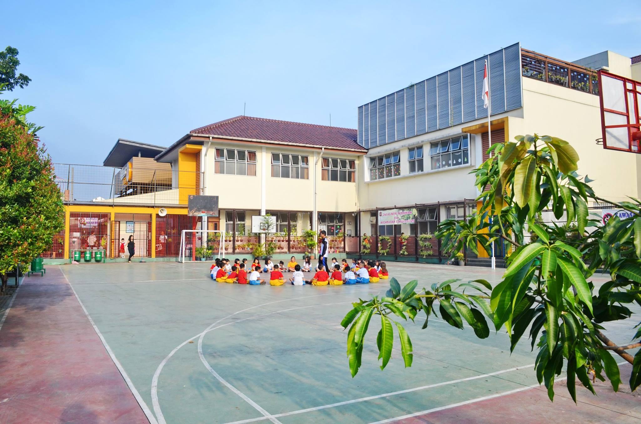 Halaman sekolah
