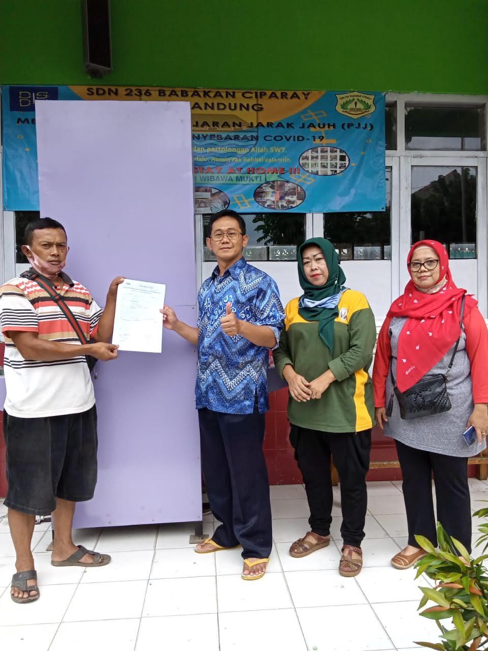 Foto Kegiatan Serah Terima Wastafel dari Dinas Pendidikan Kota Bandung kepada SDN 236 Babakan Ciparay