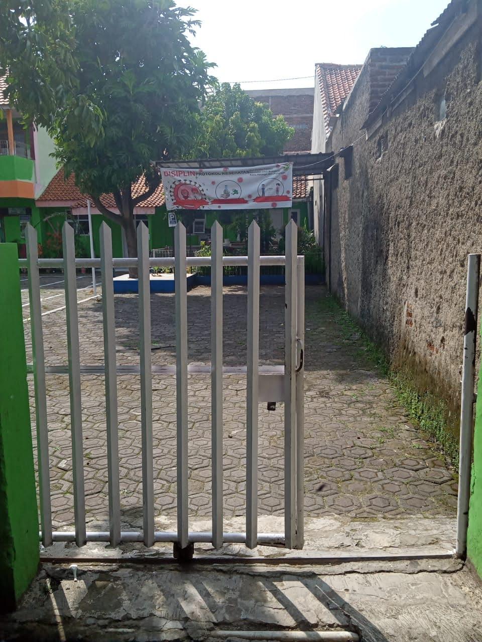 Foto Gerbang Sekolah