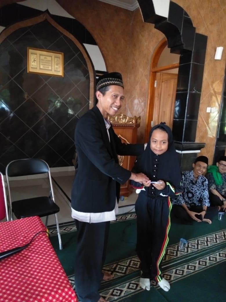 Kegiatan Santunan Anak Yatim / Piatu DKm Al Fath SDN 036 Ujungberung
