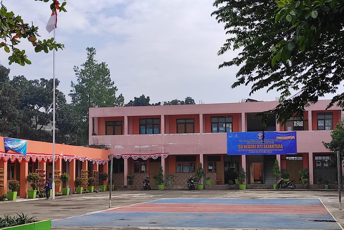 Foto Lapangan Sekolah