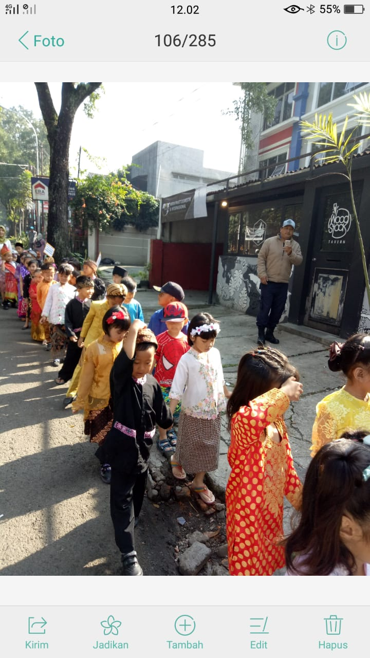 Karnaval Pakaian Adat