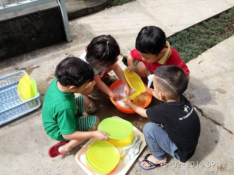 Bermain Air di sekolah