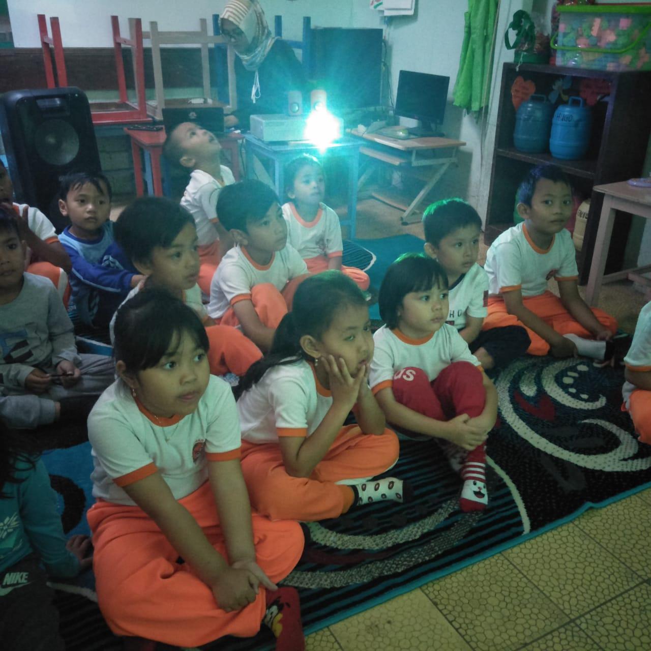 Menonton Film Bersama