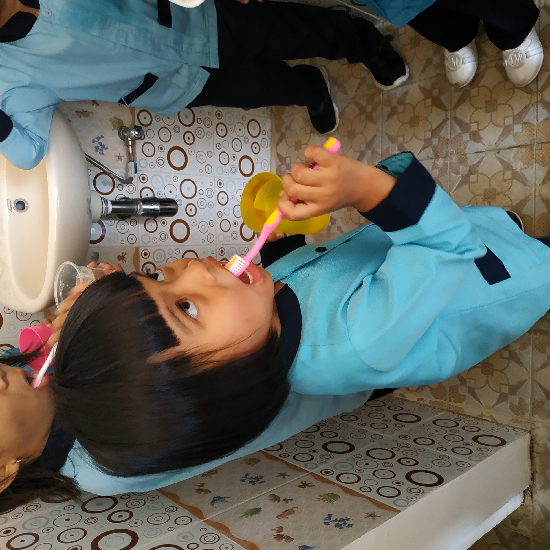 Menyikat Gigi Bersama
