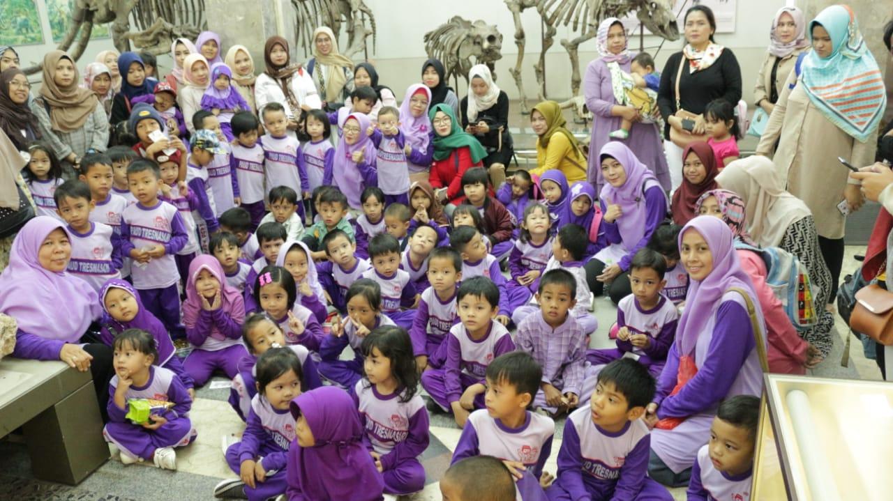 FOTO KEGIATAN OUTING CLASS KE MUSEUM GEOLOGI