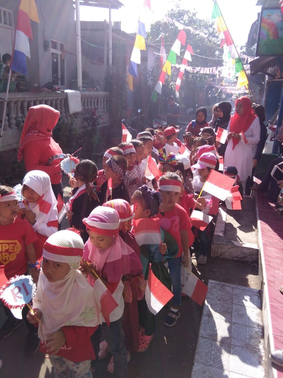 suasana murid sedang baris berbaris , Foto diambil sebelum Pandemi COVID 19