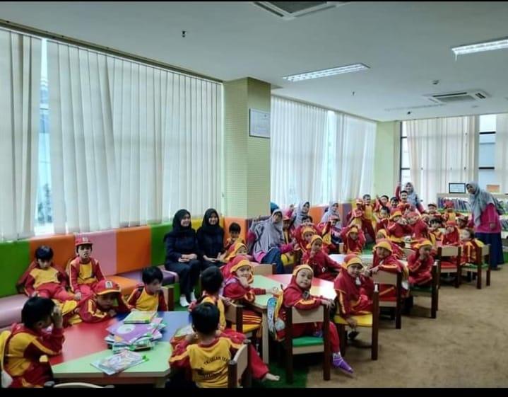 kegiatan literasi di perpustakaan bandung