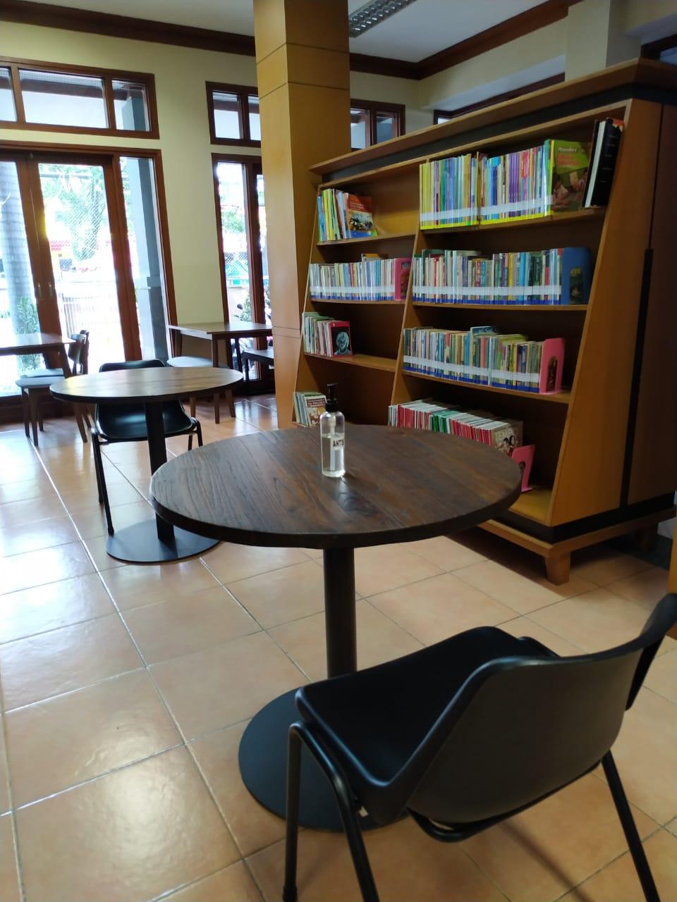 Foto ruang dalam perpustakaan