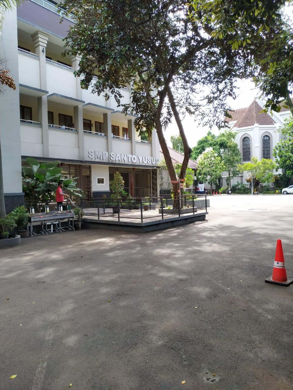 Foto Gedung Samping
